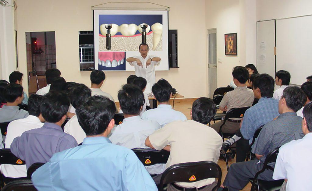 Hội thảo về Implant với Dr. Ph. Sebbag (chuyên gia về cấy ghép implant của Pháp)