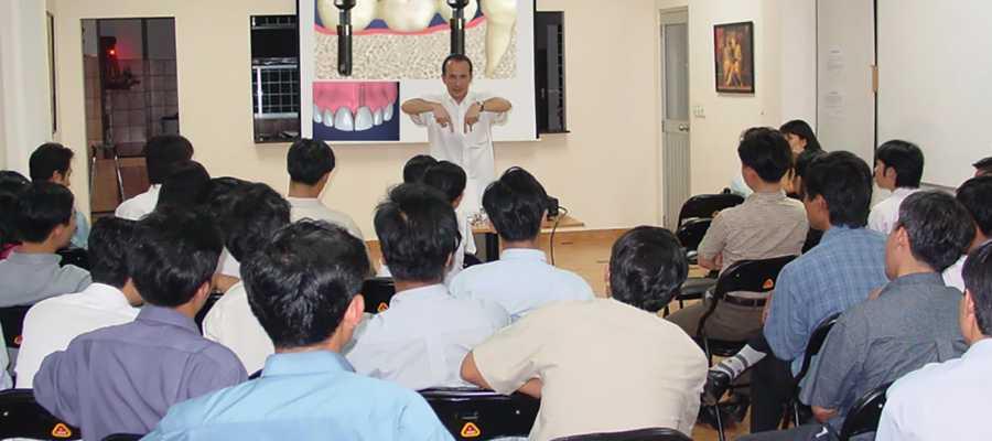 Nha khoa minh khai-Chuyên gia nước ngoài cập nhật kiến thức cho nha sĩ về tẩy trắng răng